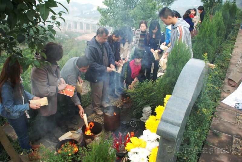 Qingming, tomb, ancestor veneration